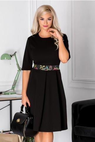 Rochie Abigail neagra cu imprimeu floral colorat in talie
