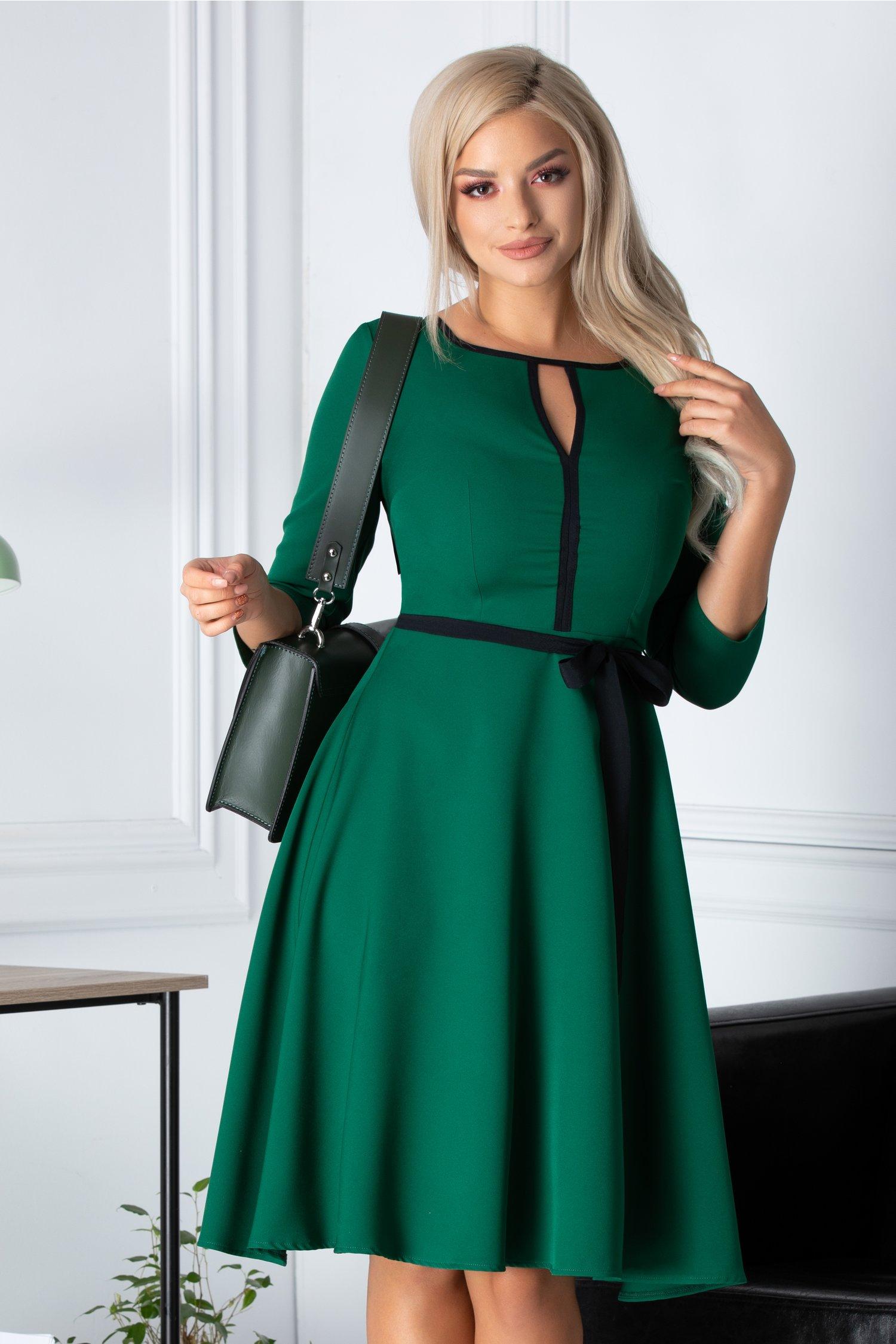 Rochie Ade clos verde cu cordon in talie