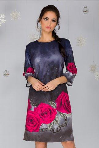 Rochie Adriana bleumarin cu imprimeu in degrade si trandafiri fucsia
