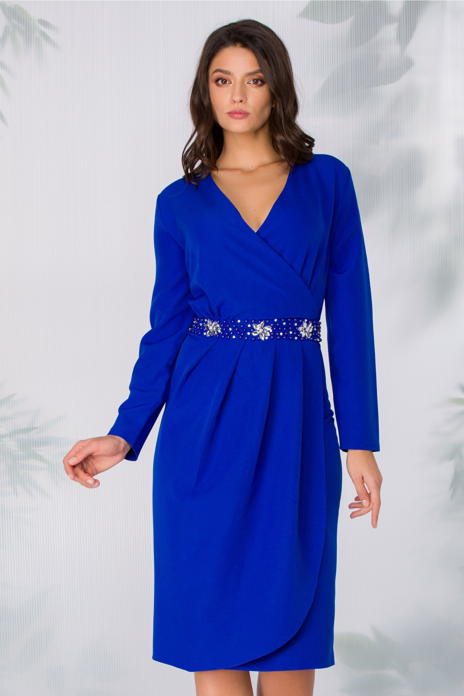 Rochie Adriella albastra cu aspect petrecut si strasuri in talie