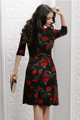 Rochie Ailis neagra in clos cu trandafiri rosii