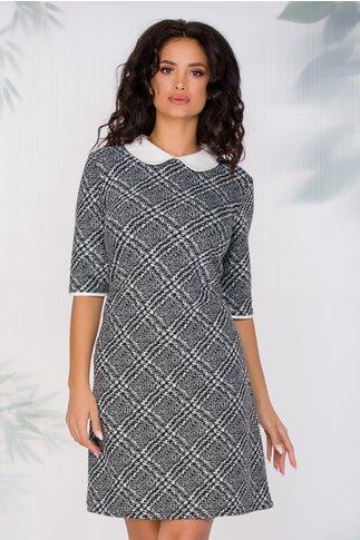 Rochie alb negru cu imprimeu pixelat si romburi