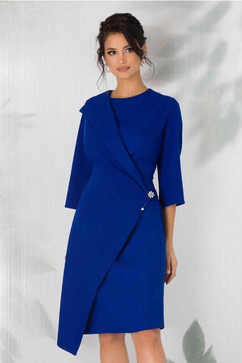 Rochie Alia albastra cu design petrecut si brosa in talie