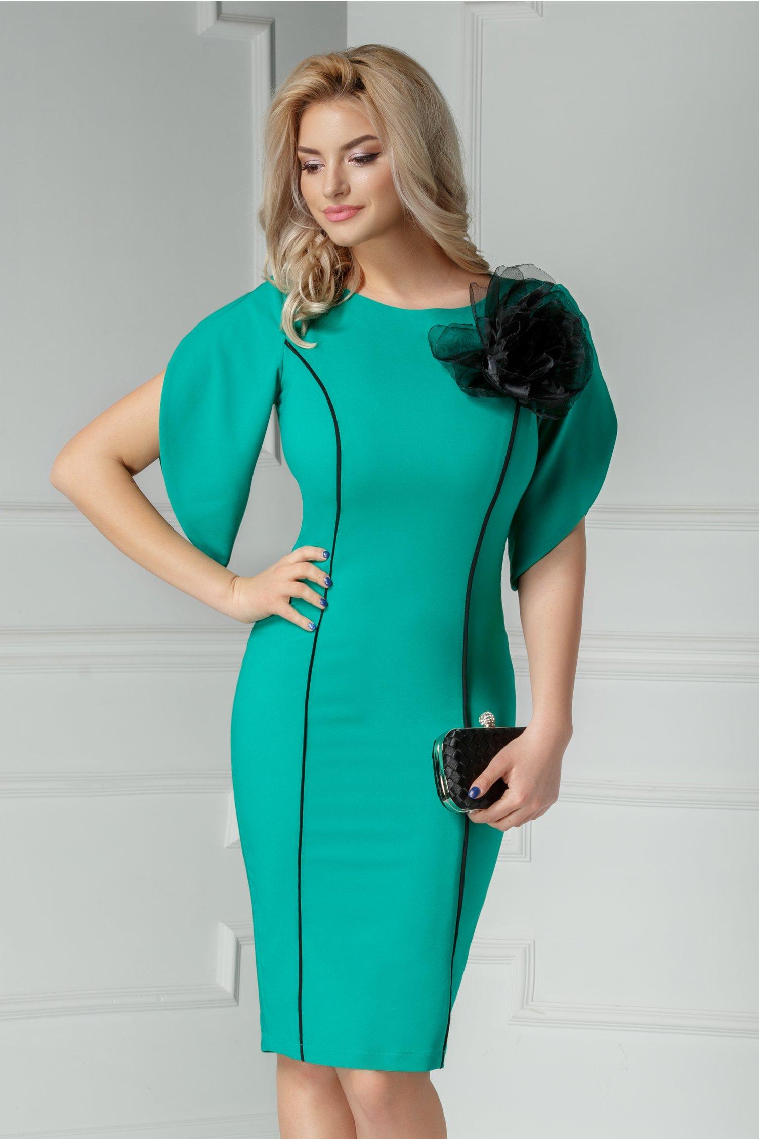 Rochie Amaro verde de ocazie cu dungi si brosa