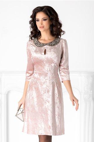 Rochie Amina roz trandafiriu din catifea cu reflexii si guler din margele