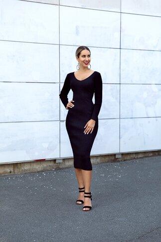 Rochie Anastasia neagra din tricot reiat
