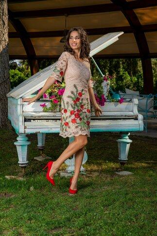 Rochie Andra bej din dantela cu broderie florala
