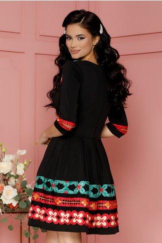 Rochie Angy neagra cu broderie florala maxi in nuante de rosu si verde