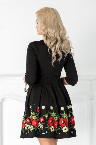Rochie Angy neagra cu broderie florala rosie si maneci trei sferturi