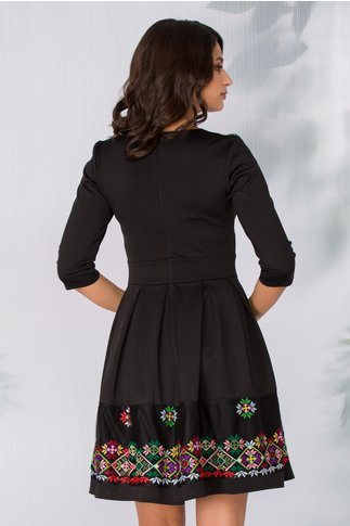 Rochie Angy neagra cu broderie in stil traditional