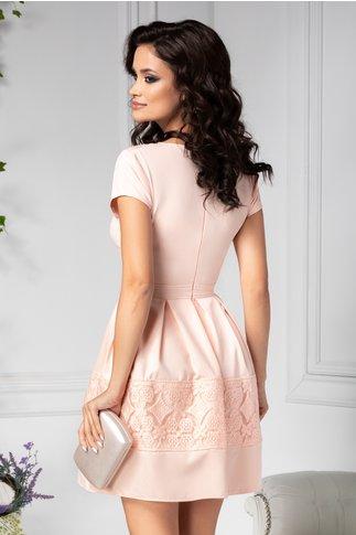 Rochie Angy roz cu pliuri si broderie