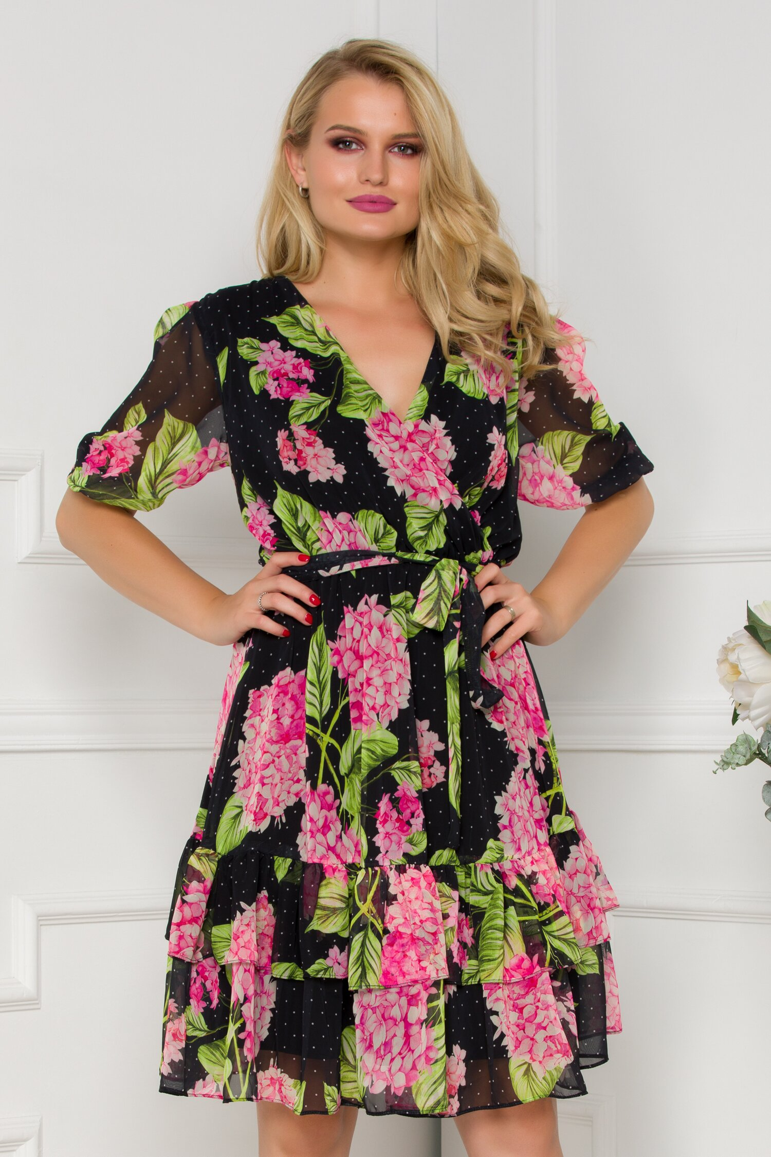 Rochie Anisia neagra cu imprimeuri florale roz