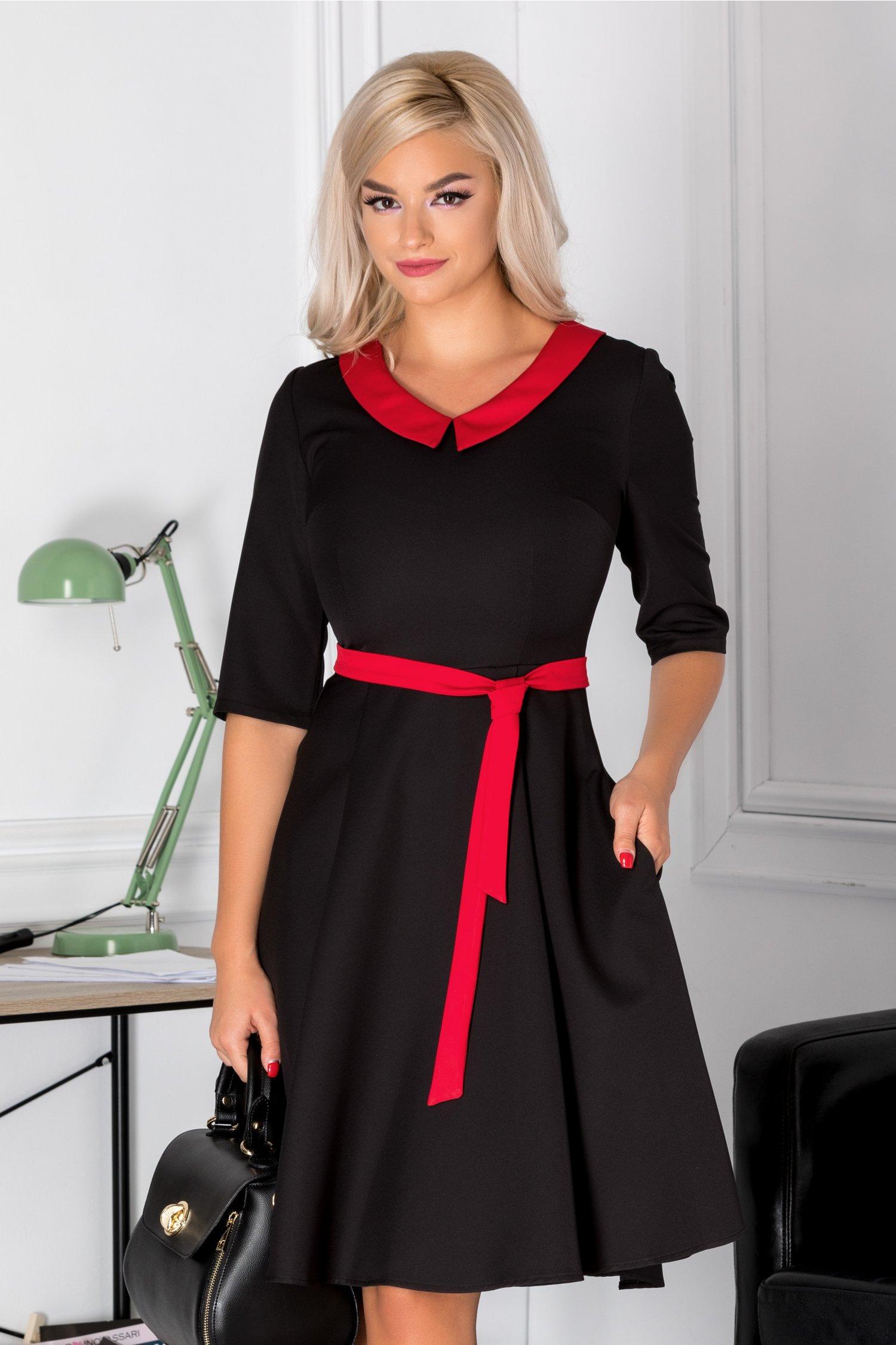 Rochie Blanca clos neagra cu guler rosu
