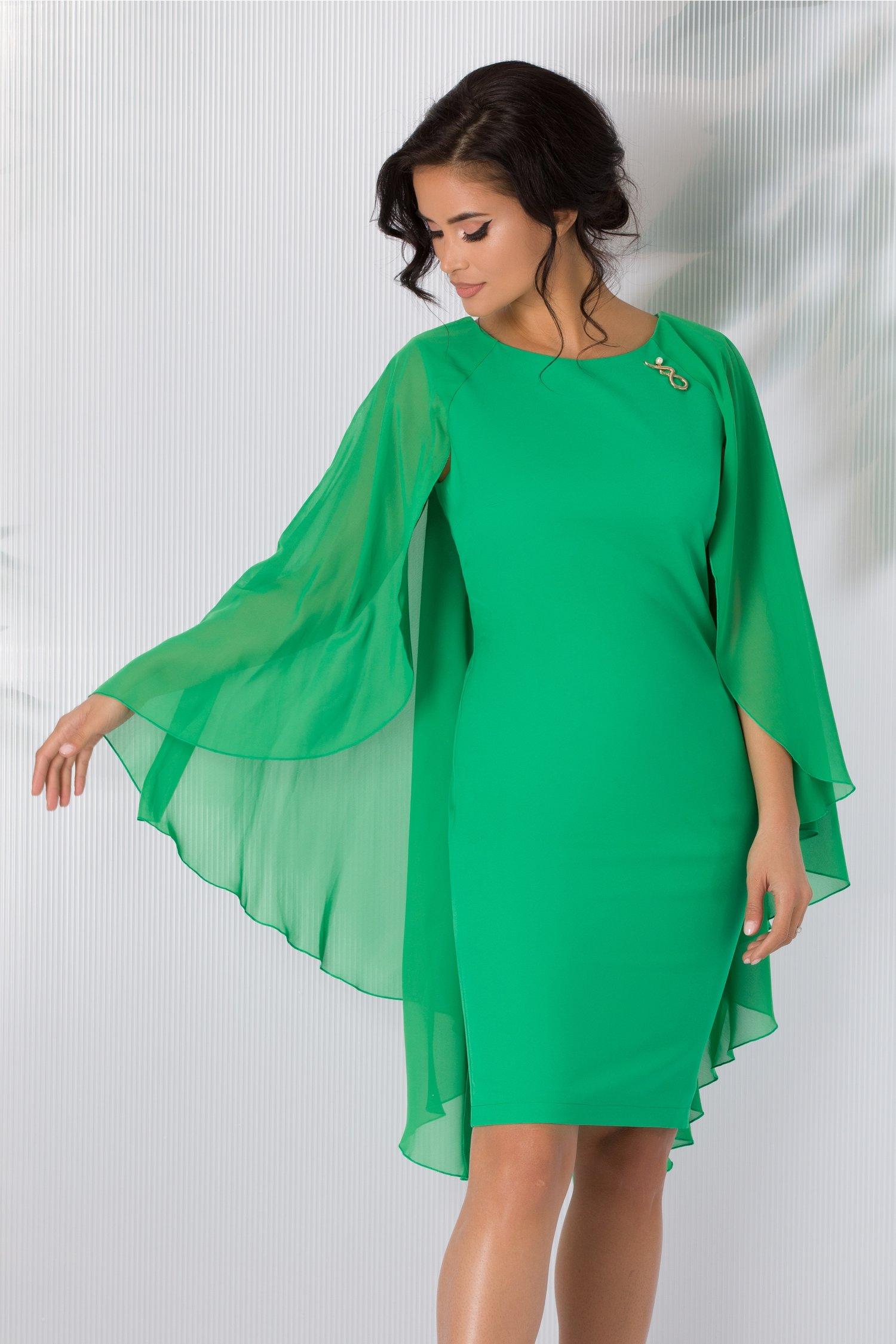 Rochie Calida verde deschis cu brosa si voal pe spate