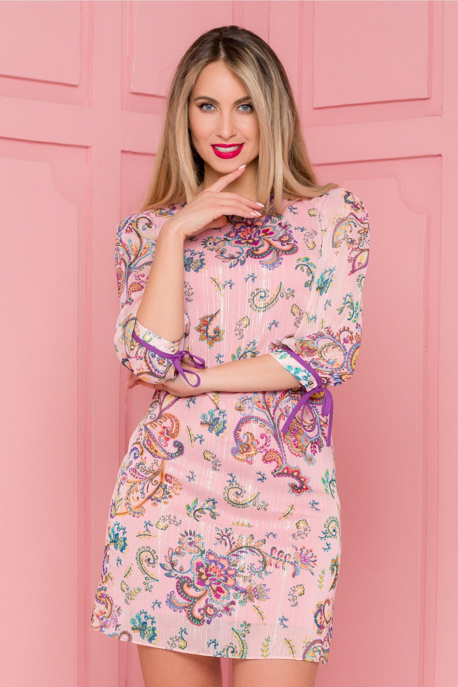 Rochie Candy roz cu imprimeu floral multicolor si insertii din lurex argintiu