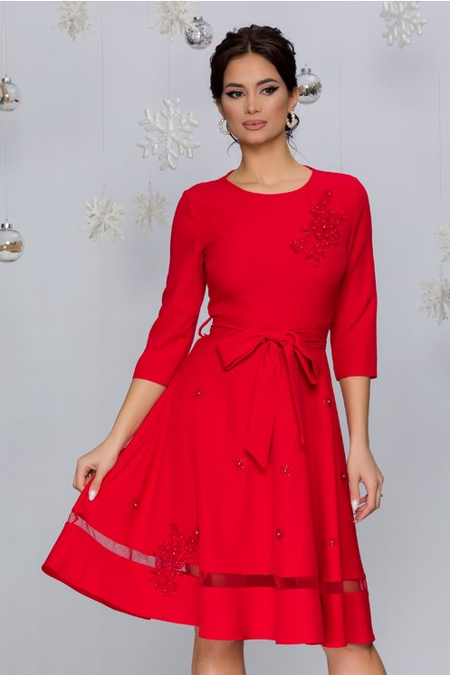 Rochie Carina rosie cu aplicatii din broderie florala si perlute