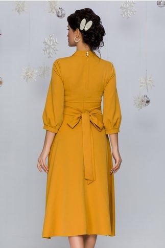 Rochie Carmen galben mustar cu decolteul decorat cu perlute si strasuri