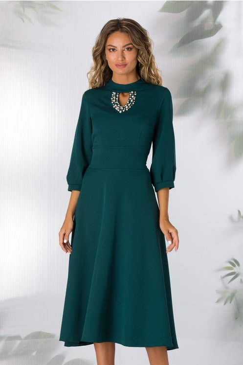Rochie Carmen verde inchis cu decolteul decorat cu perlute si strasuri