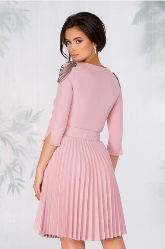 Rochie Caroline roz prafuit cu aspect plisat si curea in talie