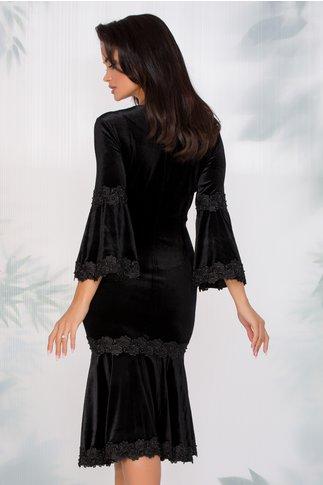 Rochie Cleopatra neagra din catifea cu insertii din dantela si margelute