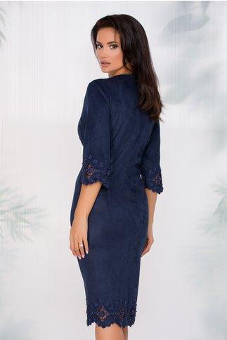 Rochie Colette bleumarin accesorizata cu decupaje elegante si perlute