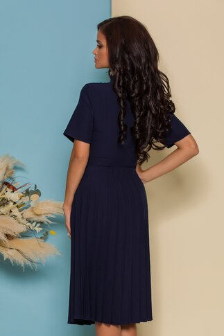 Rochie Damaris bleumarin plisata cu trandafir la bust si manecile scurte