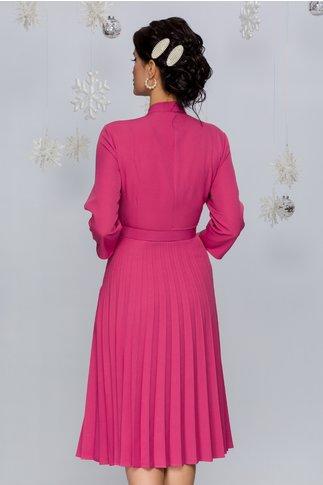 Rochie Damaris roz inchis plisata cu trandafir la bust