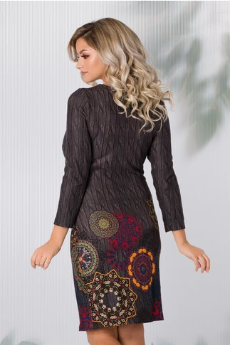 Rochie Dany cu imprimeuri maro si detalii tip mandala
