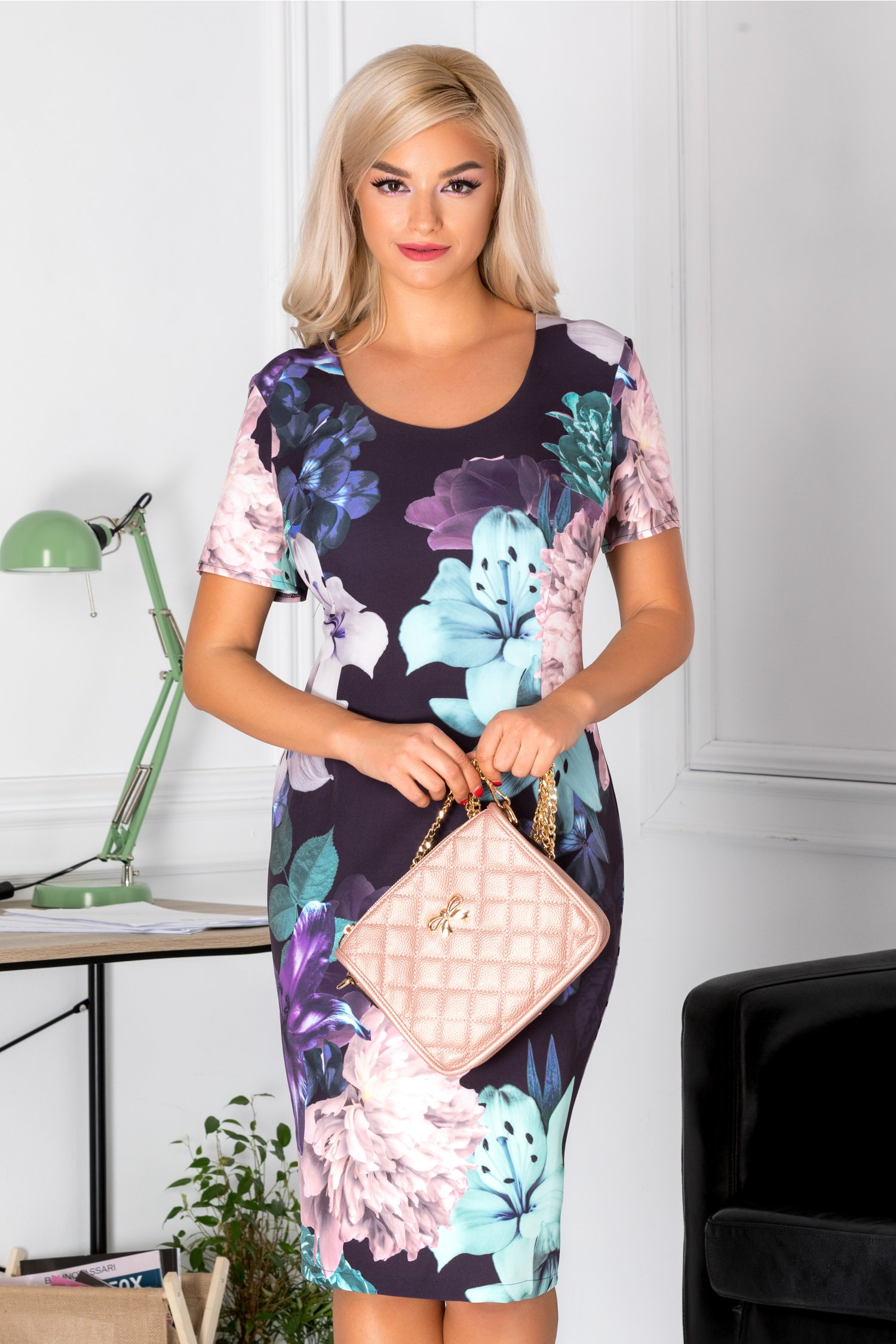 Rochie Dorys bleumarin cu flori mari colorate