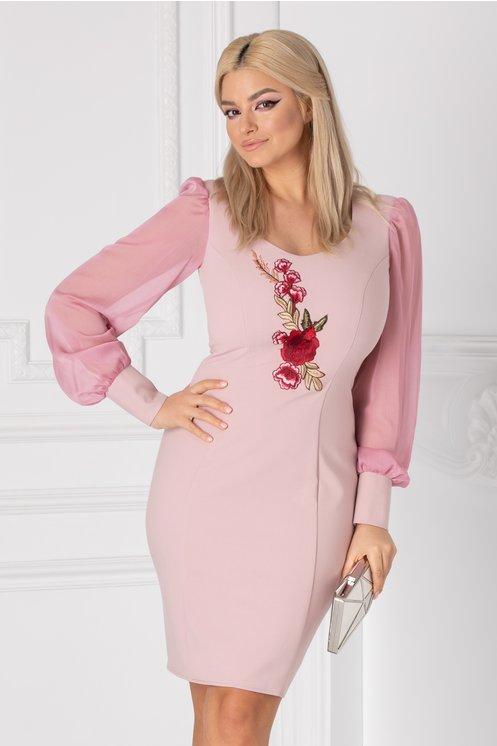 Rochie Elegance roz cu broderie si maneci din voal
