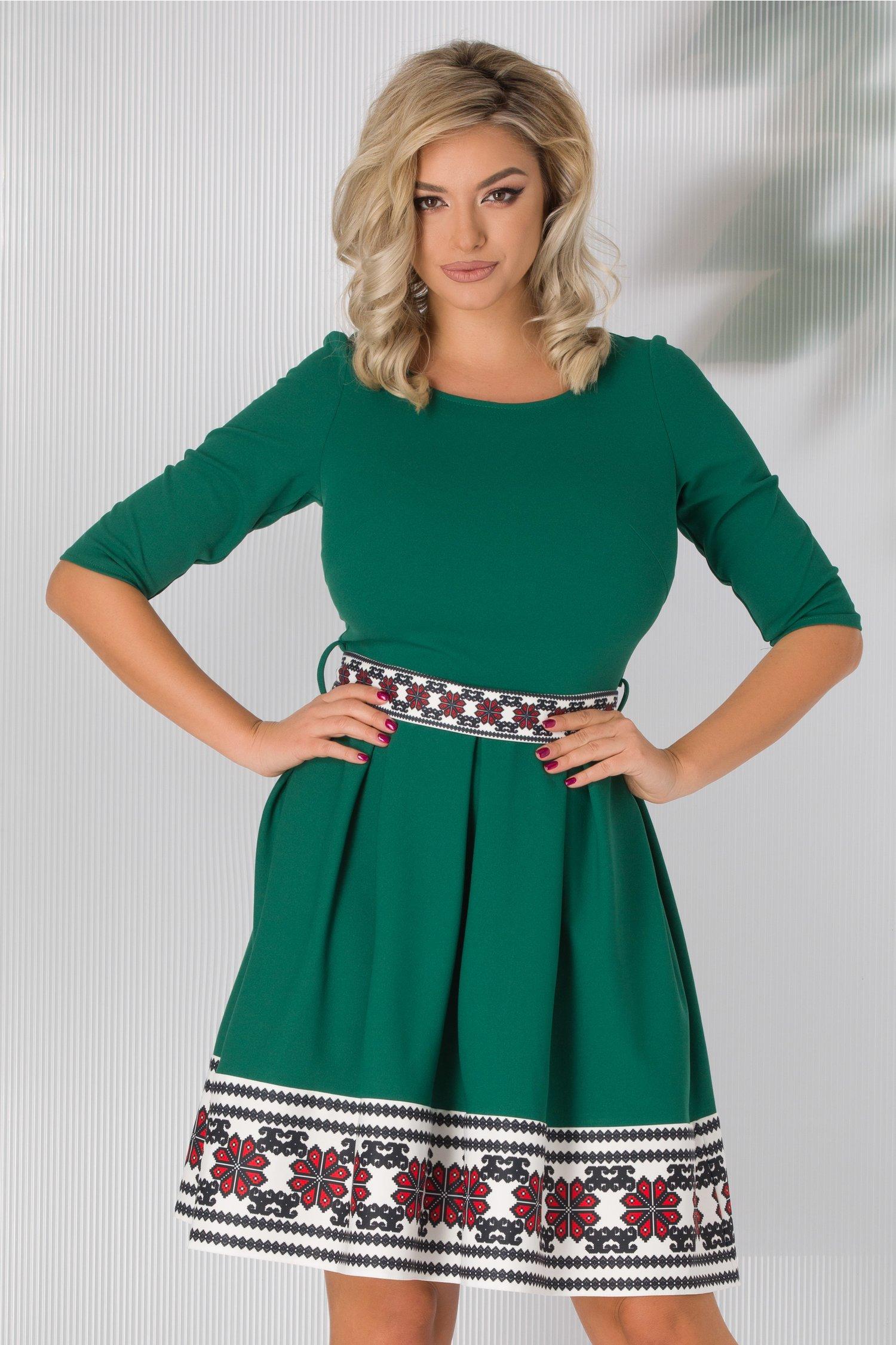 Rochie Elena verde cu imprimeu traditional la baza si cordon in talie