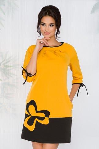 Rochie FanyLux in linie A galbena cu floare aplicata