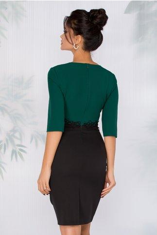 Rochie Gabrielle neagra cu bustul verde inchis si broderie in talie