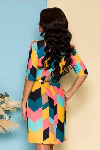Rochie Ginette cu imprimeuri geometrice multicolore si curea aurie in talie