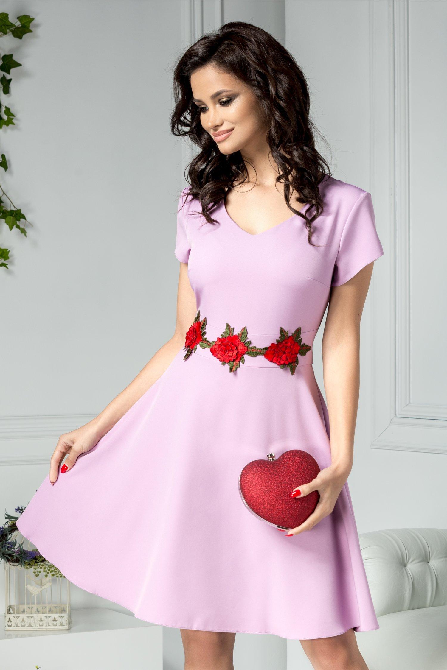 Rochie Gladys lila cu trandafiri in talie