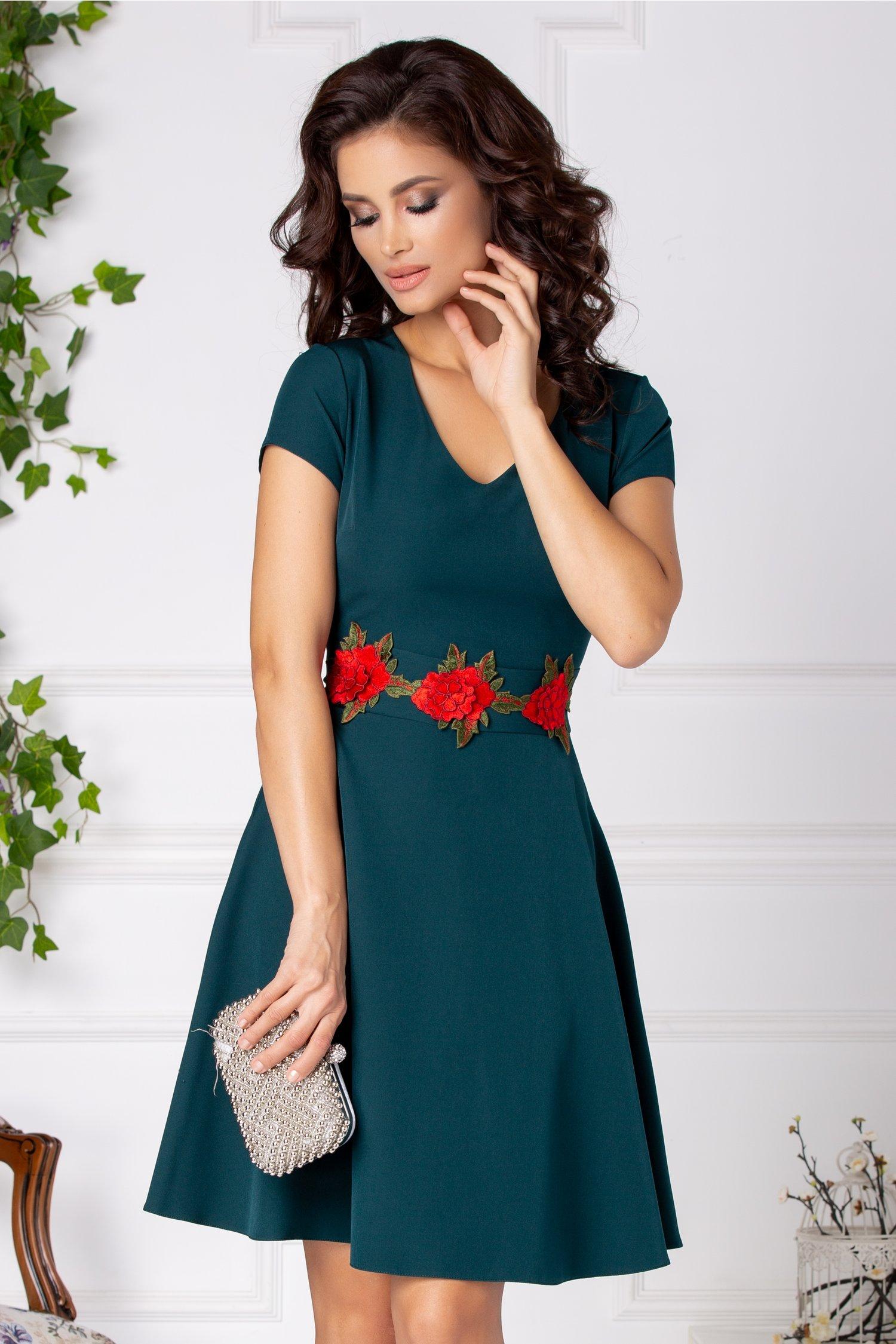 Rochie Gladys verde inchis cu trandafiri in talie