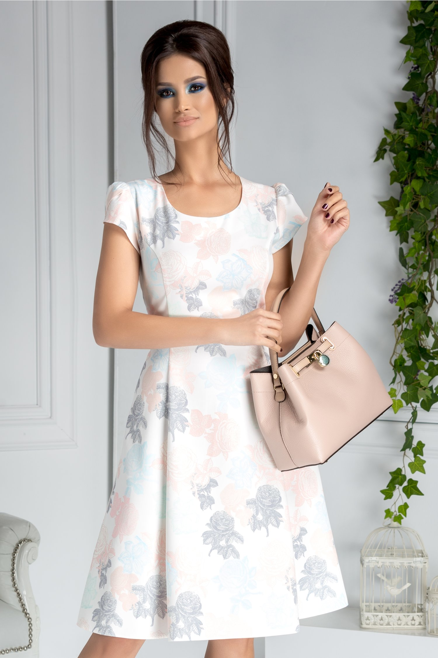 Rochie Helga de zi alba cu trandafiri pastelati
