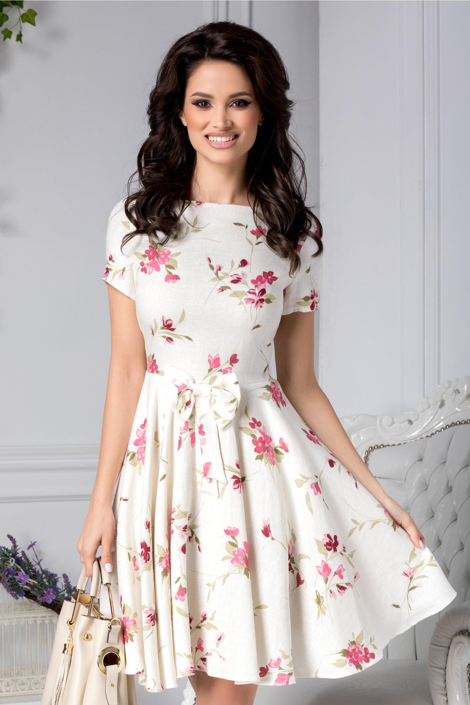 Rochie Ianna alba de zi cu flori si funda in talie