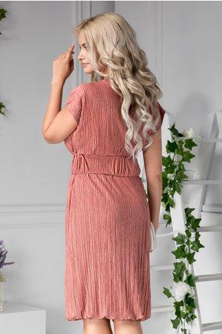 Rochie Ilina creponata roz cu curea