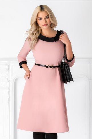 Rochie Karina roz in clos cu guler negru