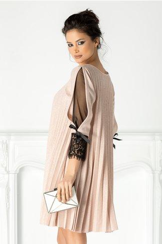 Rochie Katia roz cu fir argintiu si dantela la maneci