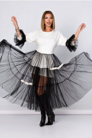 Rochie LaDonna by Catalin Botezatu alba accesorizata cu tull negru si perlute