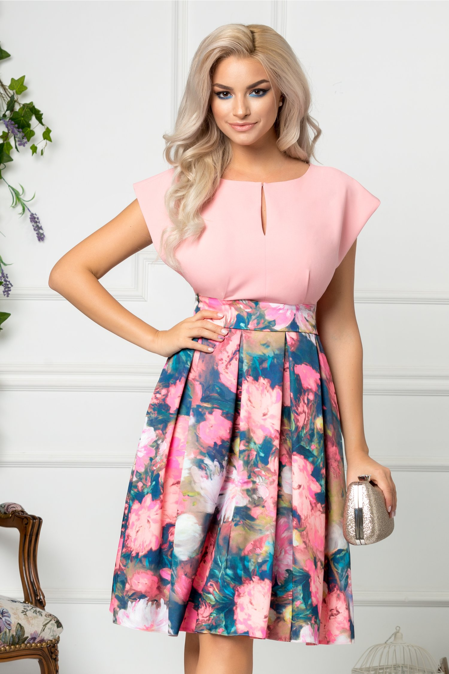 Rochie LaDonna clos roz cu imprimeu floral