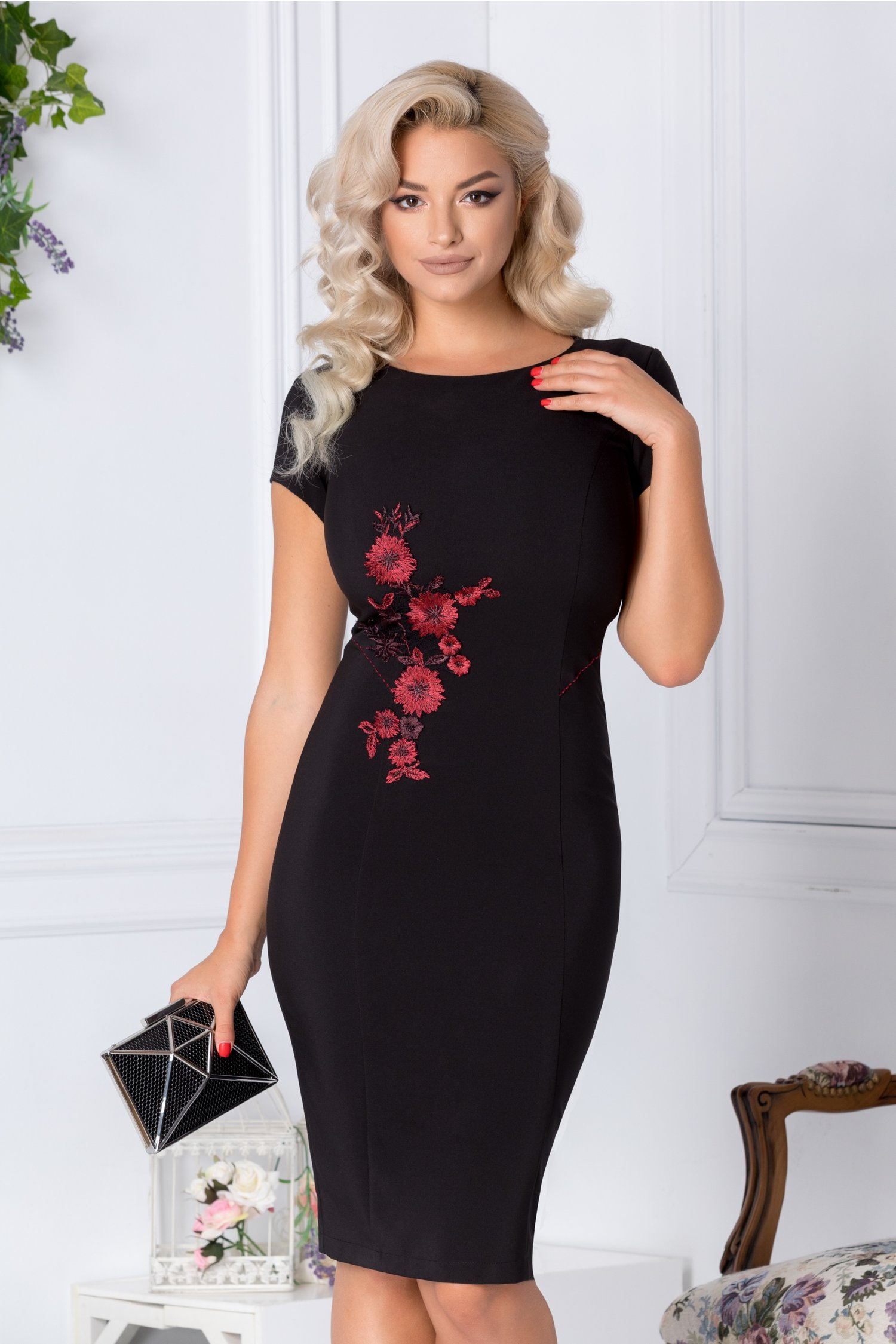 Rochie LaDonna conica neagra cu broderie florala bordo