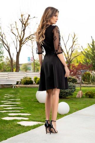 Rochie LaDonna neagra cu flori brodate handmade si maneci din dantela