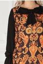 Rochie LaDonna neagra cu imprimeu orange si funda la decolteu