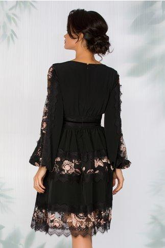 Rochie LaDonna neagra cu insertii din dantela chantilly si broderie florala roz