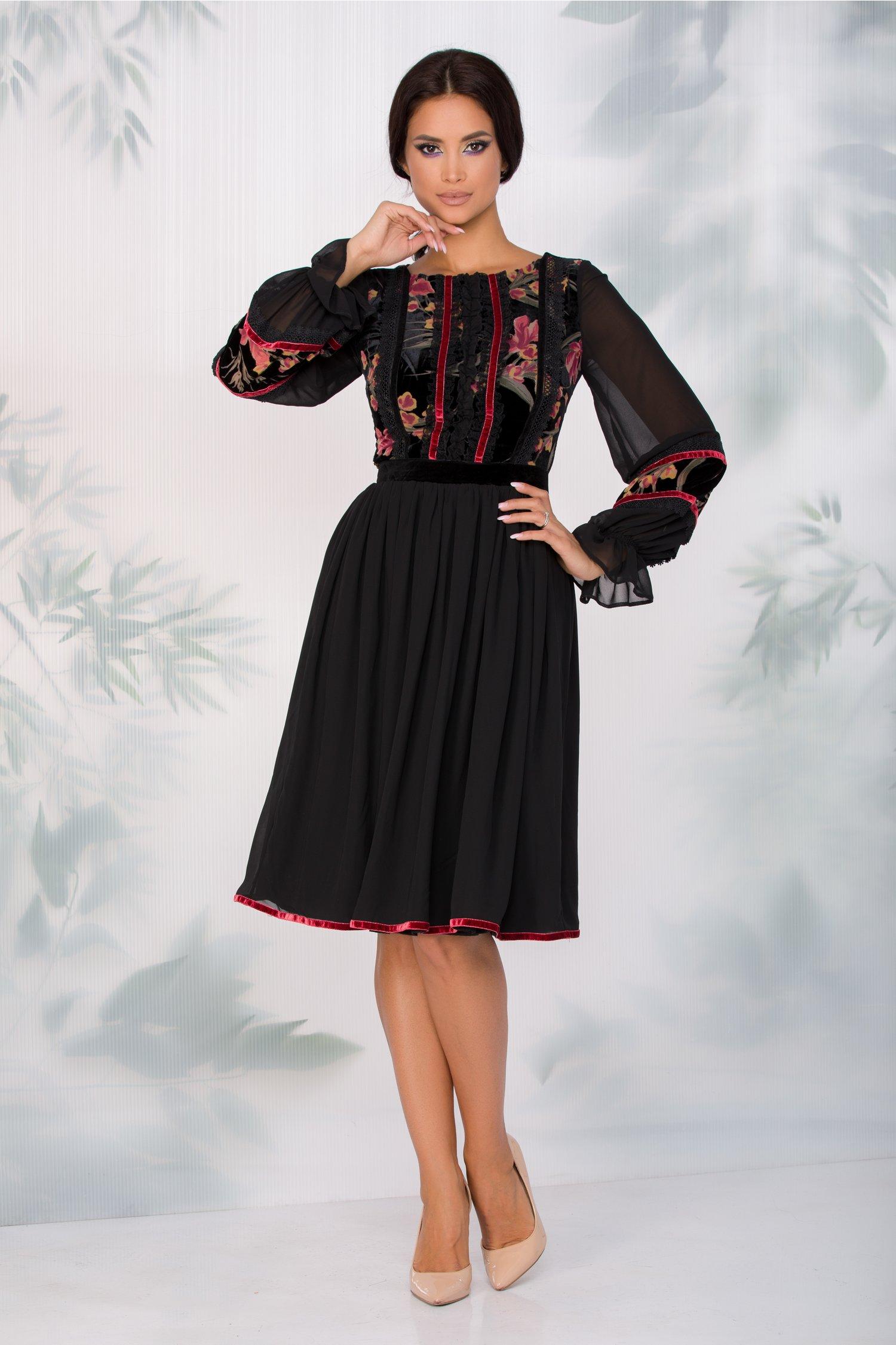 Rochie LaDonna neagra din voal cu dantela la bust si insertii din catifea