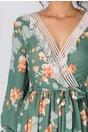 Rochie LaDonna verde cu imprimeu floral si benzi albe cu fir stralucitor auriu la decolteu si mansete