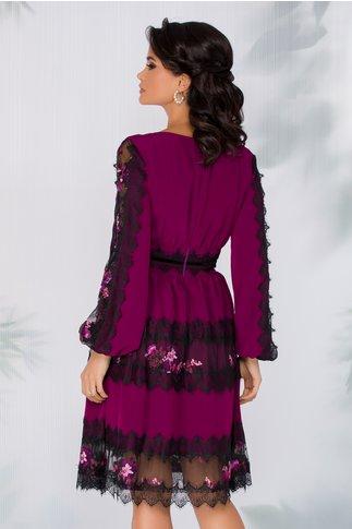 Rochie LaDonna violet cu insertii din dantela chantilly si broderie florala